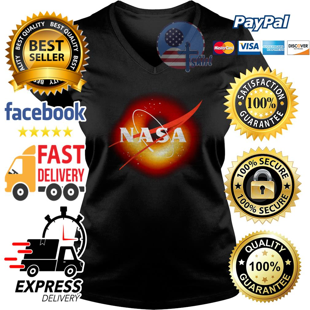 NASA the first capture of a black hole V-neck t-shirt